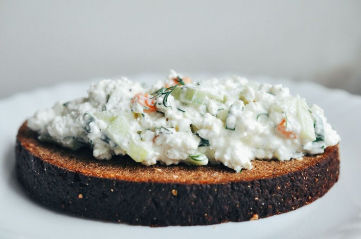 cottage cheese on black bread